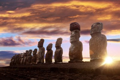 Moai-in-sunset.jpg