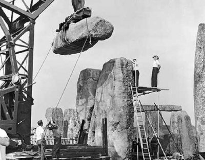 Stonehenge-reconstruction.jpg