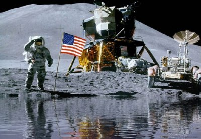 apollo-astronaut-in-lake.jpg