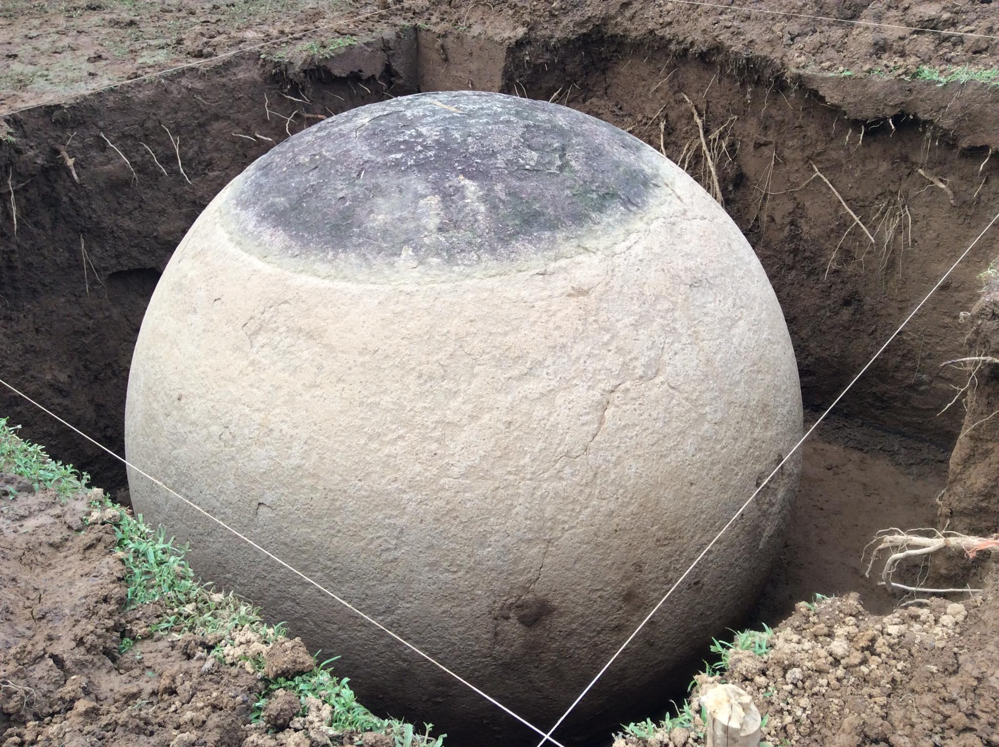 Jedna z kamenných koulí nalezených v Kostarice