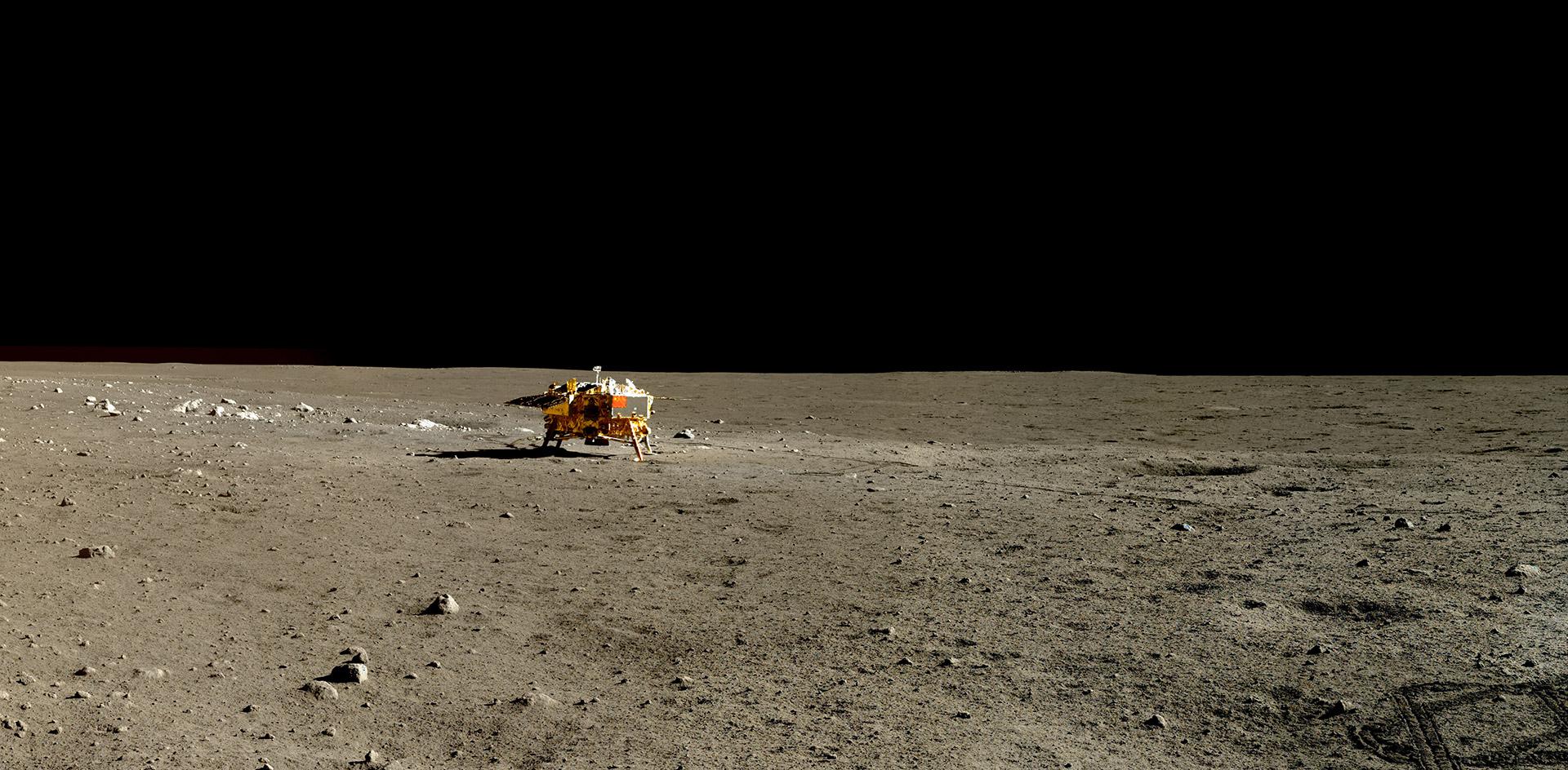 Chang'e 3 na povrchu Měsíce.