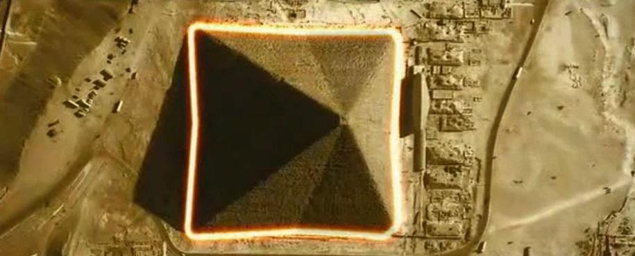 Velká pyramida v Gíze je jedinou známou osmistěnou pyramidou.