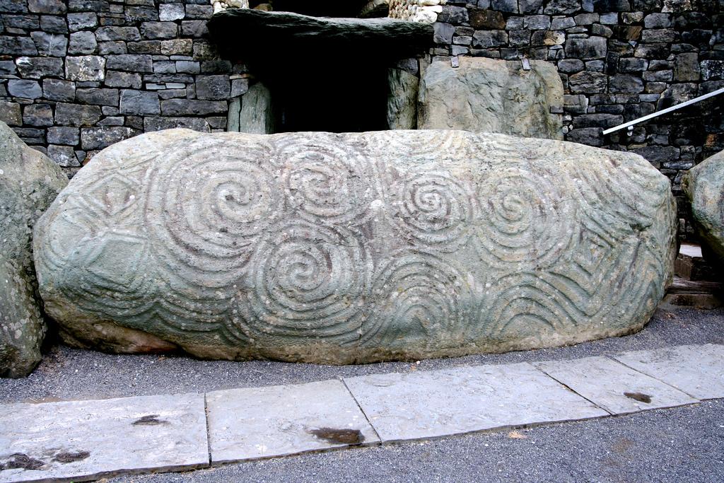 Newgrange-3.jpg