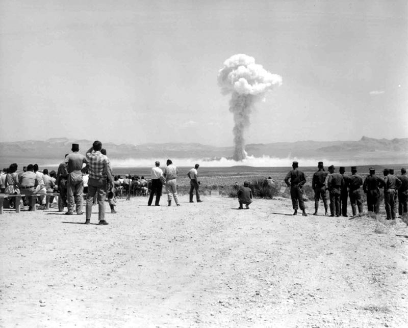 """Jaderná zkouška """"Small boy"""" provedená v roce 1962 v Nevadě."""